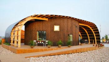 Une maison pour étudiants originale incurvée et faites de panneaux solaires