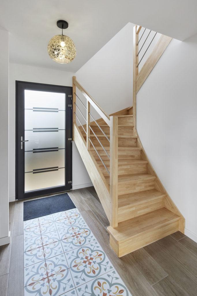 maison-bois-entree-escalier-trecobois