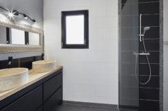 Salle d'eau contemporaine avec meuble double vasque