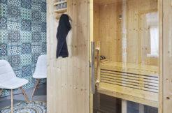 Pièce dédiée au sauna pour profiter d'instants de bien-être