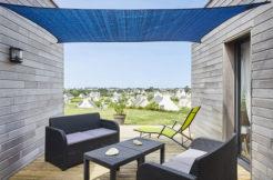 Terrasse en bois et son salon de jardin