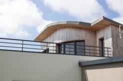Vue de l'étage bois et du toit courbé