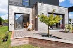Une terrasse bois conçue en harmonie avec l'existant