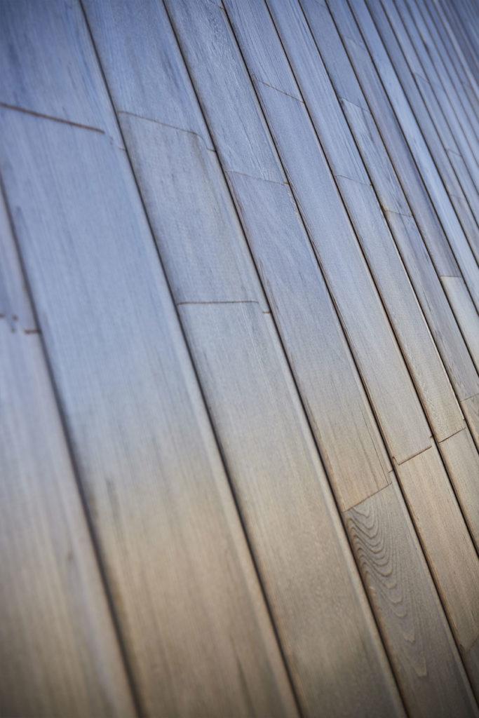 Le bardage bois cedar abouté utilisé sur l'ossature bois de la maison