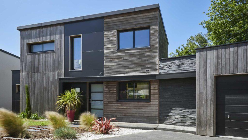 Une maison moderne et design avec ses jeux de matières, de formes et de matériaux